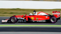 Sebastian Vettel při posledních předsezónních testech v Barceloně na ultra-měkké směsi pneumatik