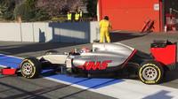 Romain Grosjean s Haasem VF-16 při testech v Barceloně