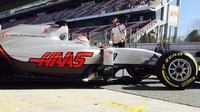 """Grosjean si stěžuje na přísné limity Pirelli: """"Auto je jako dřevo, neovladatelné"""" - anotační obrázek"""