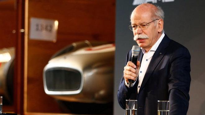 Dieter Zetsche dává Mercedesu v F1 minimálně tři roky