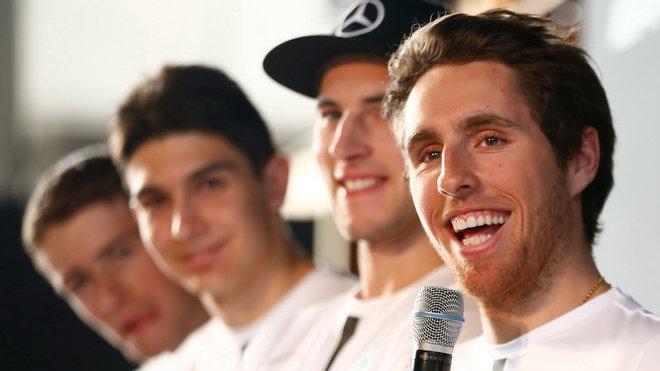 Daniel Juncadella (muž zcela vpravo) měl na Norisringu důvod k úsměvu