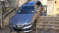 Mercedes-Benz E Wagon sjel ze schodů
