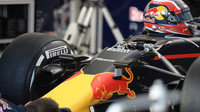 Příprava vozu Red Bull, detail předního zavěšení v Melbourne