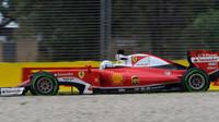 Sebastian Vettel při pátečním tréninku v Melbourne