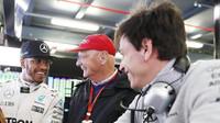 Lewis Hamilton, Niki Lauda a Toto Wolff v Melbourne