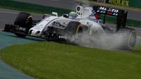 Felipe Massa při pátečním tréninku za deště v Melbourne