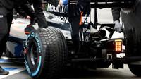 Zadní část vozu McLaren MP4-30 Honda, výfuk, difuzor v Melbourne