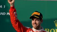 Sebastian Vettel na pódiu v Melbourne