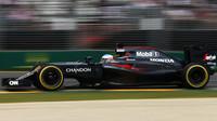 Fernanod Alonso při závodě v Melbourne