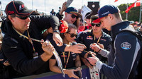 Max Verstappen při autogramiádě v Melbourne