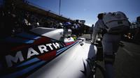 Felipe Massa se připravuje na startovním roštu v Melbourne