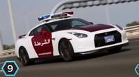 Nissan GTR křižuje silnice ve Spojených arabských emirátech. Jeho cena je 100 000$ ( ca. 2 400 000 Kč).