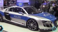 Opět se vracíme k našim sousedům z Německa. Do jejich policejní výzbroje patří i ostré Audi R8 GTR s cenovkou 200 000$ (cca. 4 800 000 Kč)