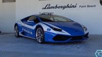 Klid na italských silnicích střeží i vůz ze stáje Lamborghini. Tím je Huracán, s cenou 250 000$ (cca. 6 000 000 Kč).