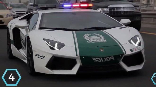 Další policejní supersport se opět nachází v arsenálu policie ze Spojených arabských emirátů. Je jím Lamborghini Aventador za 450 000$ (cca. 10 800 000 Kč)