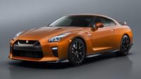 Nissan GT-R má po modernizaci modernější vzhled, kvalitnější interiér a vyšší výkon.