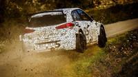 Po úvodních zkouškách R5 verze na šotolině následují testy na asfaltu