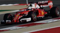 Sebastian Vettel s Ferrari SF16-H v Bahrajnu