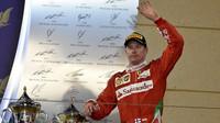 Kimi Räikkönen na pódiu po závodě v Bahrajnu
