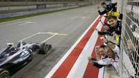 Nico Rosberg v cíli v závodě v Bahrajnu
