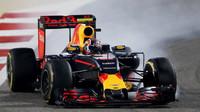 Daniil Kvjat probrzdil v závodě v Bahrajnu