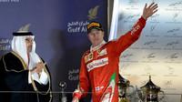 Kimi Räikkönen na stupních vítězů v Bahrajnu