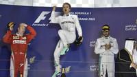 Nico Rosberg se raduje z vítězství v Bahrajnu