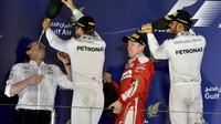 Sprcha šampaňského na pódiu v Bahrajnu