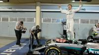Nico Rosberg a jeho radost z vítězství v závodě v Bahrajnu