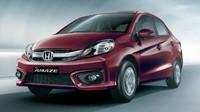 Honda Amaze dostala novou přední část a hodnotnější interiér.