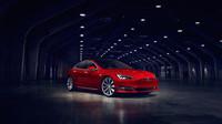 Omlazená Tesla Model S přišla o masku chladiče.