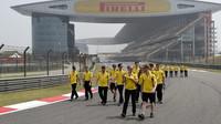 Tým Renault se seznamuje s tratí v Číně