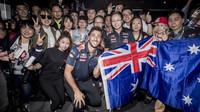 Daniel Ricciardo na motokárách s fanoušky v Číně