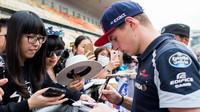 Max Verstappen před závodním víkendem na autogramiádě v Číně