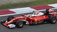 Kimi Räikkönen pří pátečním tréninku v Číně