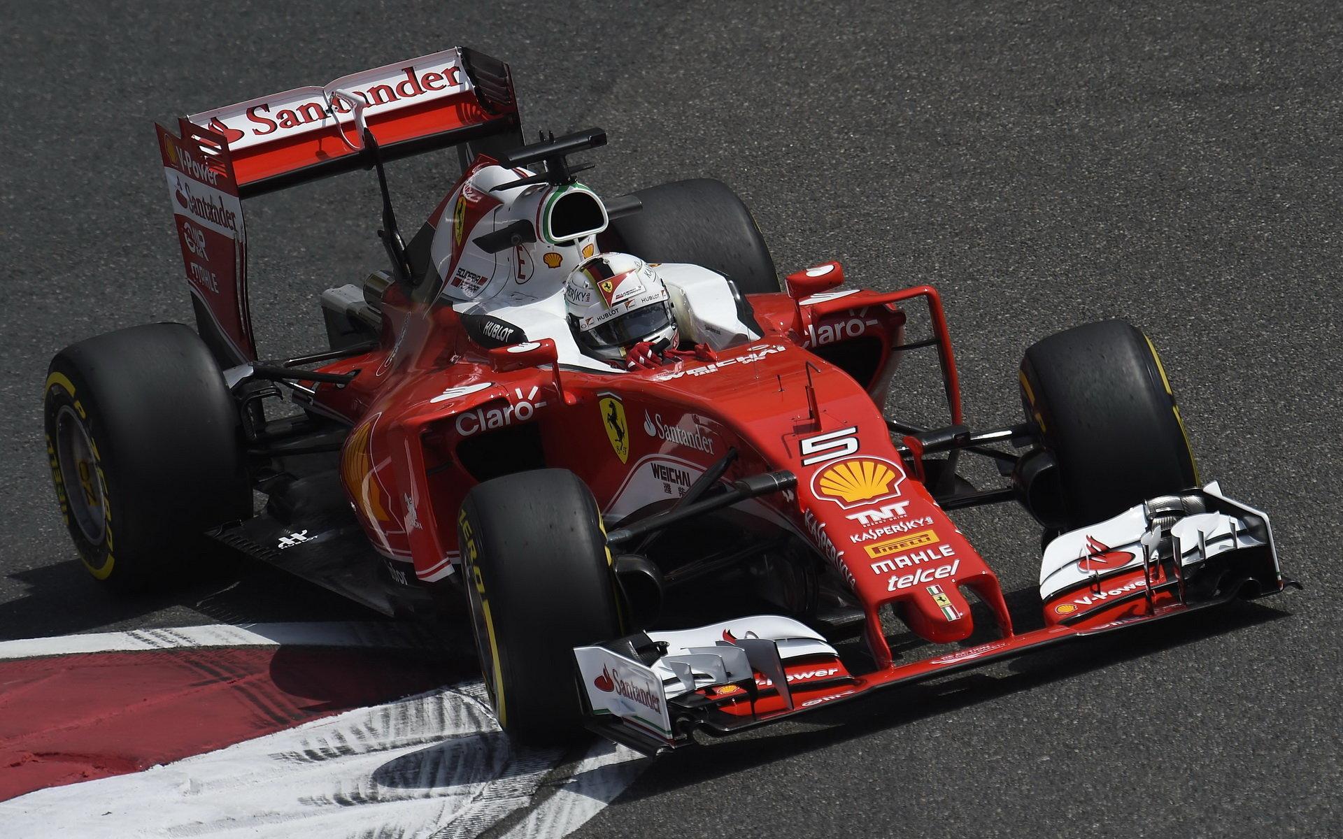 Hamilton odpoledne nejrychlejší, Vettel druhý - jeho Ferrari se ale opět pokazilo - anotační foto