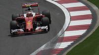 Kimi Räikkönen při pátečním tréninku v Číně