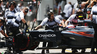 Jenson Button při pátečním tréninku v Číně