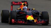 Daniel Ricciardo při pátečním tréninku v Číně