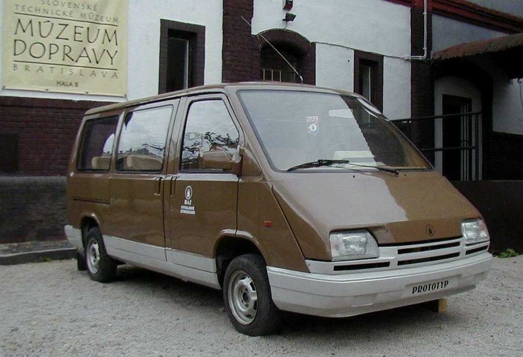 Prototyp BAZ MNA 900.