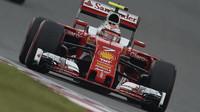 Kimi Räikkönen v kvalifikaci v Číně