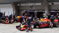 Daniel Ricciardo a Daniil Kvjat v kvalifikaci v Číně