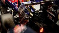 Výfuk vozu Toro Rosso STR11 - Ferrari v Číně