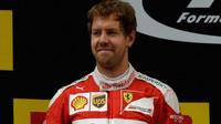Sebastian Vettel na pódiu po závodě v Číně