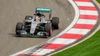 Lewis Hamilton v závodě v Číně