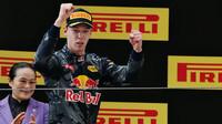Daniil Kvjat na pódiu po závodě v Číně