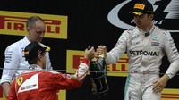 Sebastian Vettel a Nico Rosberg na pódiu v Číně