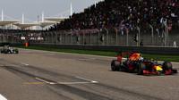 Daniel Ricciardo za použití DRS v závodě v Číně