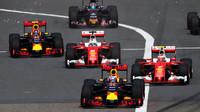 Souboje týmových kolegů v Číně: Rosberg dále těží ze smůly Hamiltona