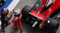 Daniil Kvjat a Sebastian Vettel po závodě v Číně